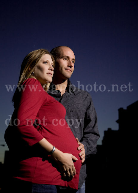 off camera flash maternity picture in Columbus Ohio